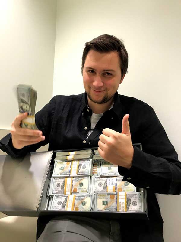 Geld-verdienen-als-Schüler-20jähriger-macht-fette-Kohle